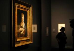 Um crítico de arte observa a beleza de