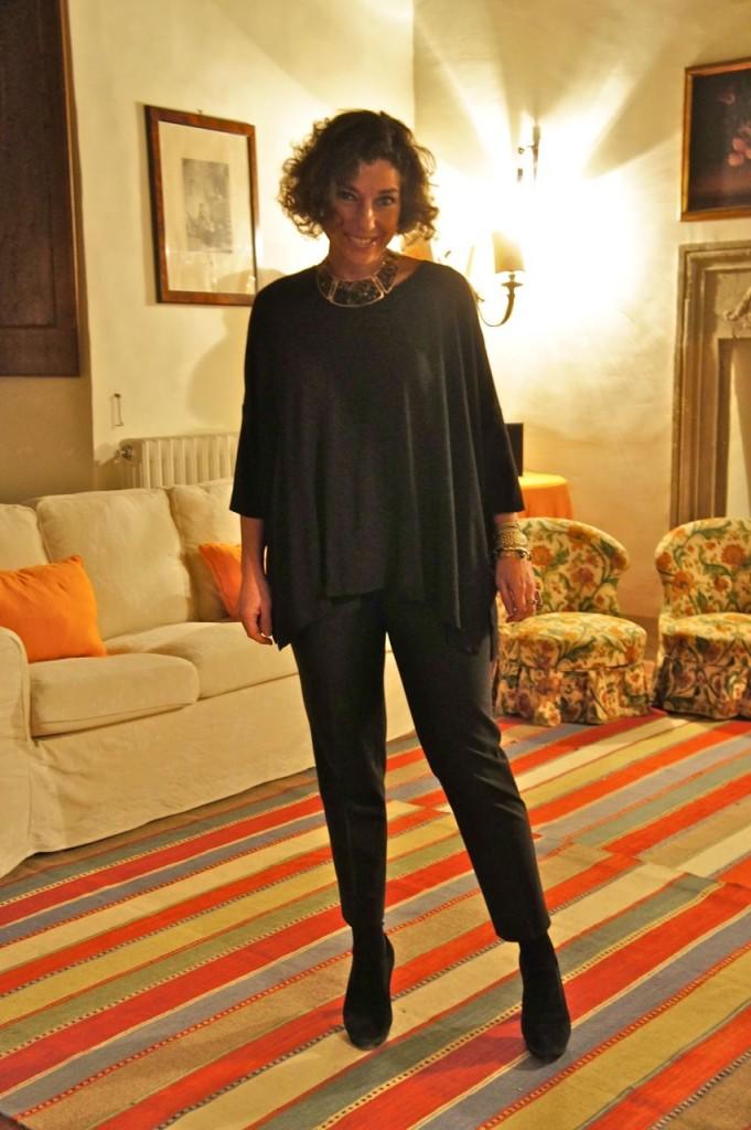 Look discretinho... top COS, calça Prada (tão velhinha e puida, que só pra noite mesmo, mas é a que fica melhor em mim...) salto Repetto e colar divino do Fabrizio Giannone (peça roubada da Mamisa...) Esta é a sala do disco ball...