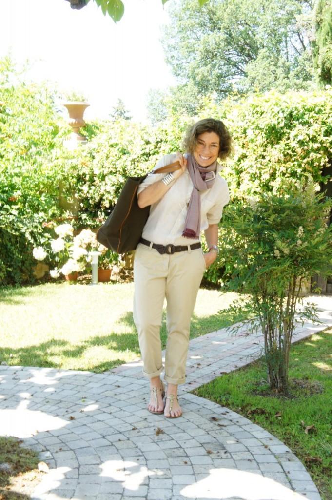 Saindo de Florença, o look do dia foi: camisa de linho Gap, calça da Maison Scotch com bainha enrolada inspirada nos looks da Pitti Uomo, lenço Loro Piana e bolsa dos meus queridos amigos da Chez Dédé.