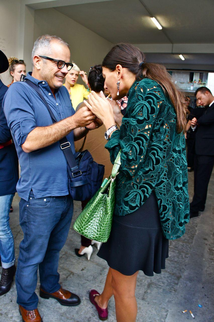 Semana da moda de Milão: fashionistas ao redor das passarelas