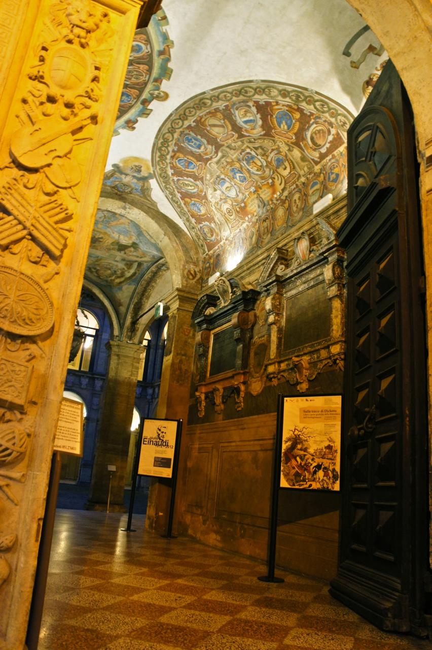 De repente e sem querer encontramos esta maravilha! Palazzo del Archiginnasio de 1560