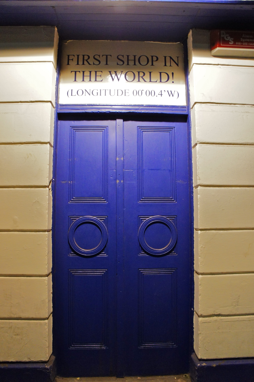 Adorei esta porta!!!  A primeira loja por causa do GMT!