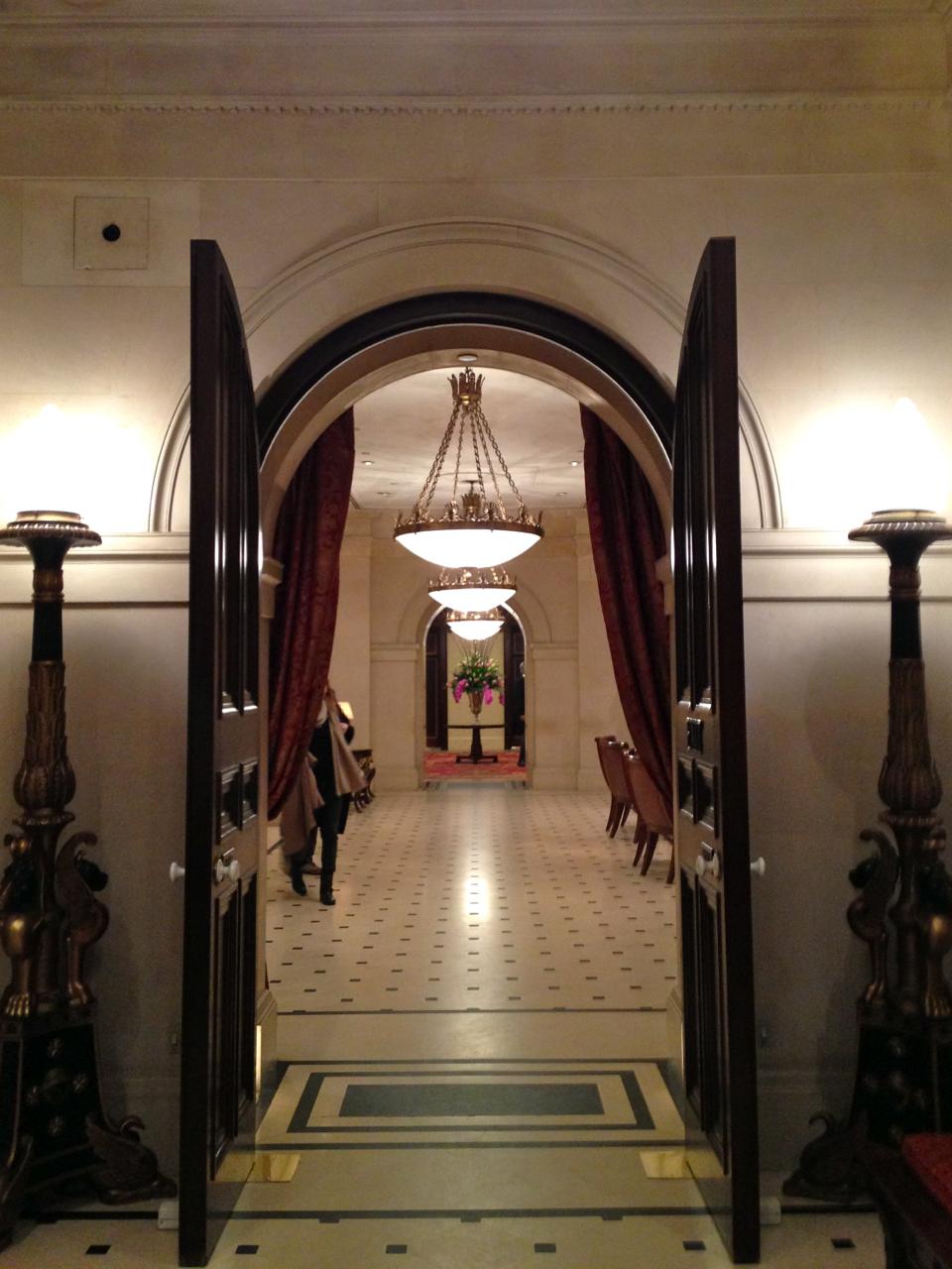 É tudo tão lindo dentro!  O prédio é de 1828, mas a decoração tem um leve toque Deco.