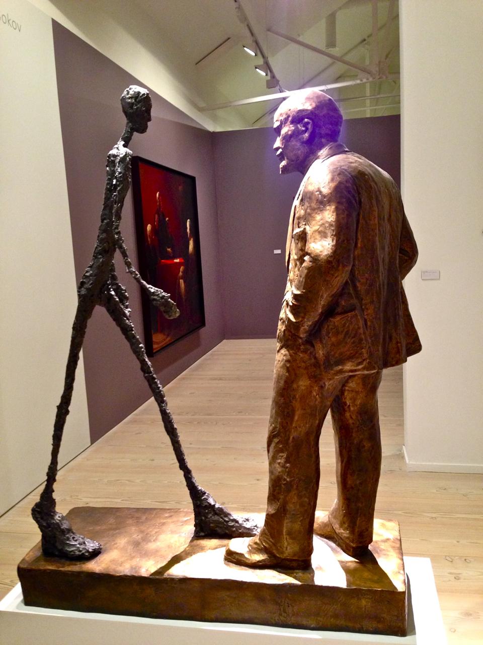 O título desta é duas estátuas, Giacometti e Lenin.