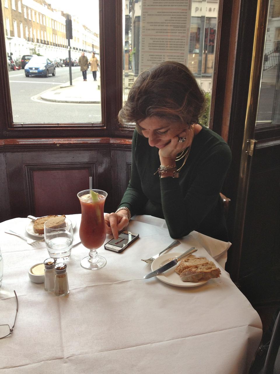 Já com o meu Bloody Mary na frente de mim, começam as postagens no Instagram.