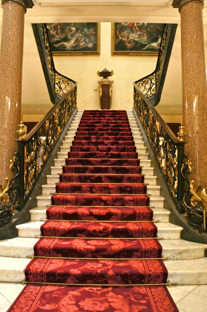 A escadaria principal.