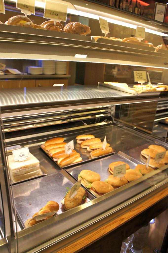 """Os sanduichinhos, ou como chamam, """"salati"""" são ótimos...mas só de manhã, o da tarde é o mesmo e já fica meio sequinho..."""