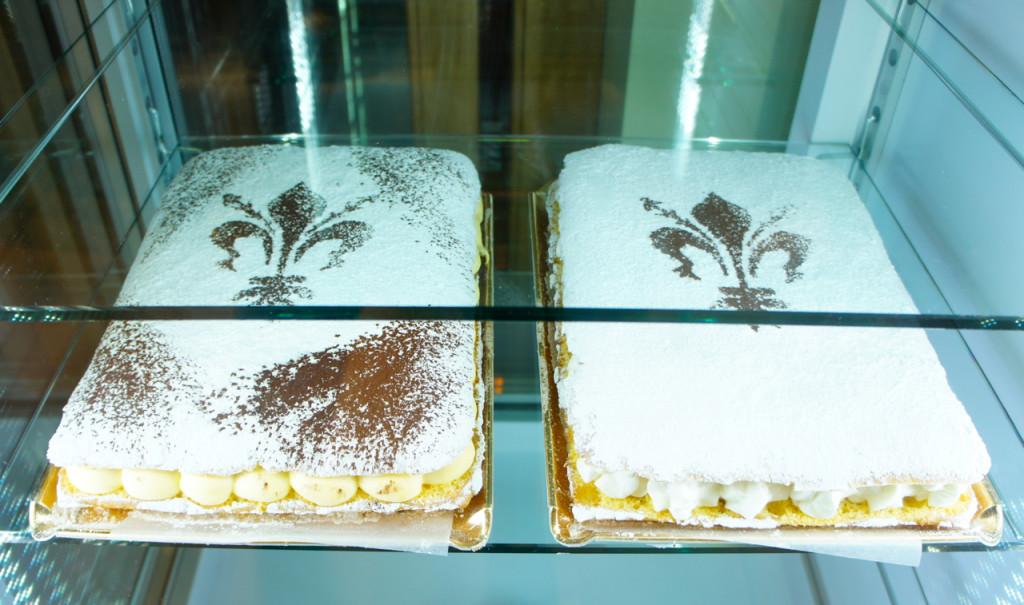 E só durante este período de carnaval, encontra-se a Schiacciata Fiorentina! Um pão de ló recheado de chantilly.