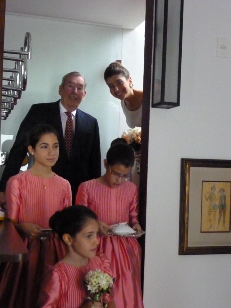 Chegou a hora, tudo pronto!  As daminhas são as nossas sobrinhas: Micaela, Carolina e Isabela.