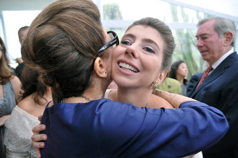 Acabada a cerimônia, beijos e abraços!