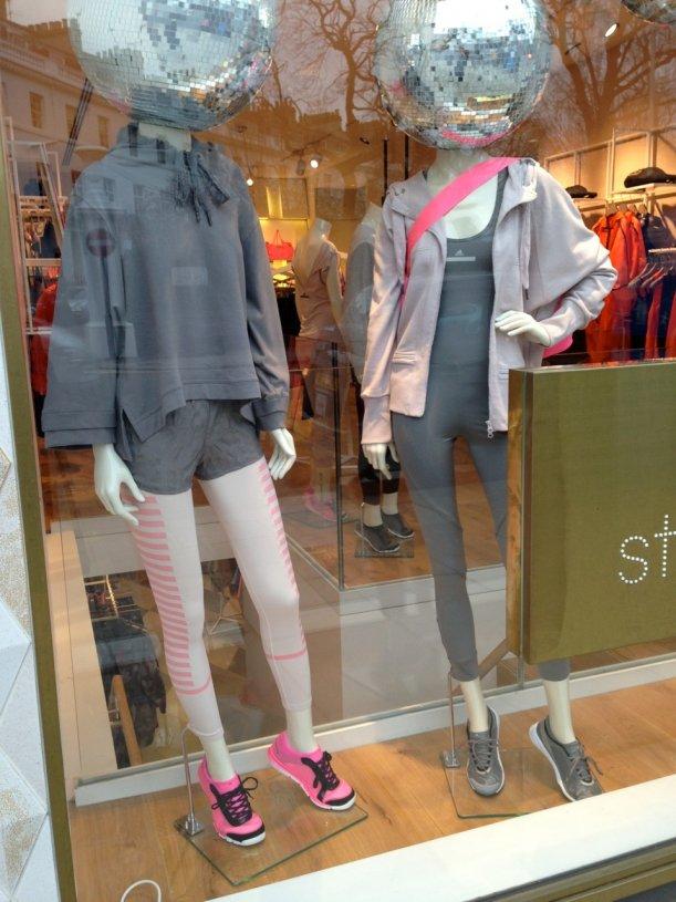 """Stella McCartney para Adidas vem em """"vários"""" tons de cinza… ;-)"""