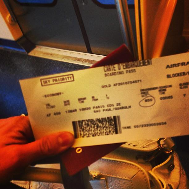 """Com o novo """"boarding pass"""" e as esperanças renovadas, fui ao terminal..."""