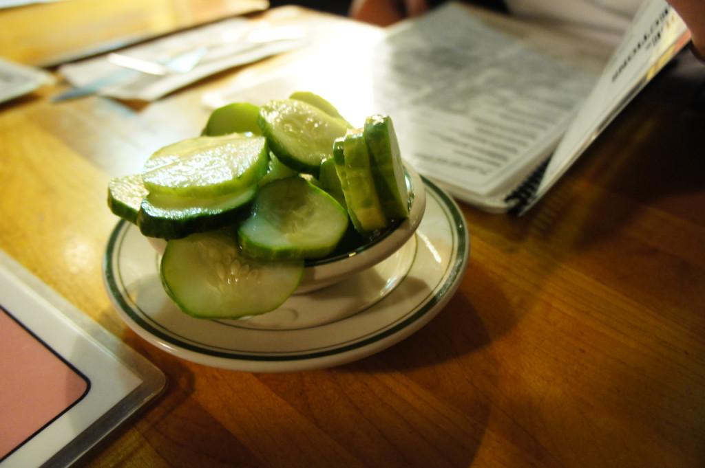 Estes pickles que trazem antes da refeição, são deliciosos!!