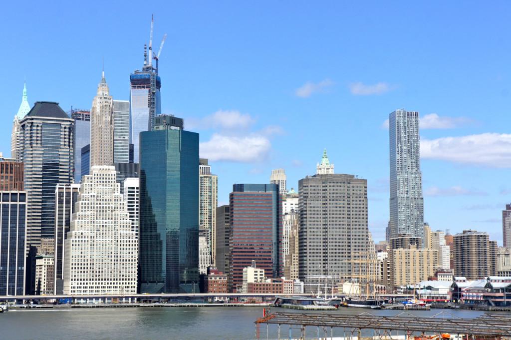 A vista do Brooklyn Promenade de downtown Manhattan.