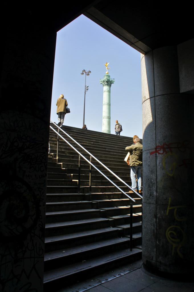 A saída do metro Bastille.