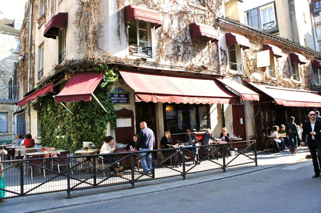 Um dos lugares mais famosos para comer é o Chez Marianne (Rue des Hospitalières Saint Gervais, T+33 (0)1 42 72 18 86)