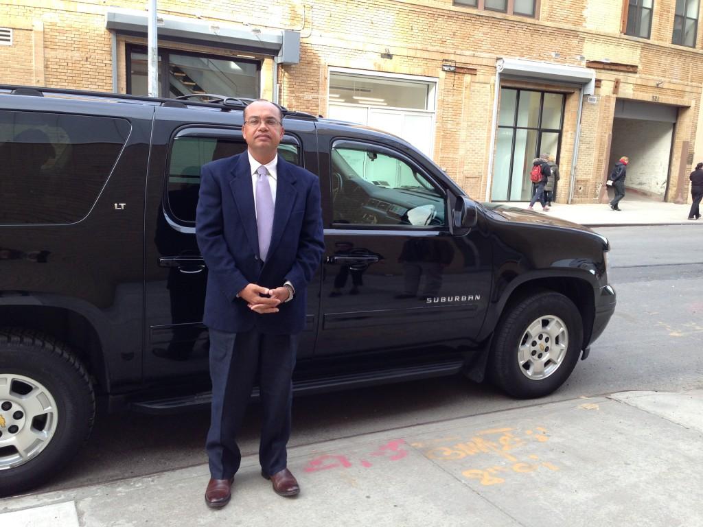 O Sr. Maurílio Paula está sempre pronto para te levar por Nova Iorque afora.  Gentil, educado e preparado, mora há 16 anos em Nova Iorque e conhece tudo!!