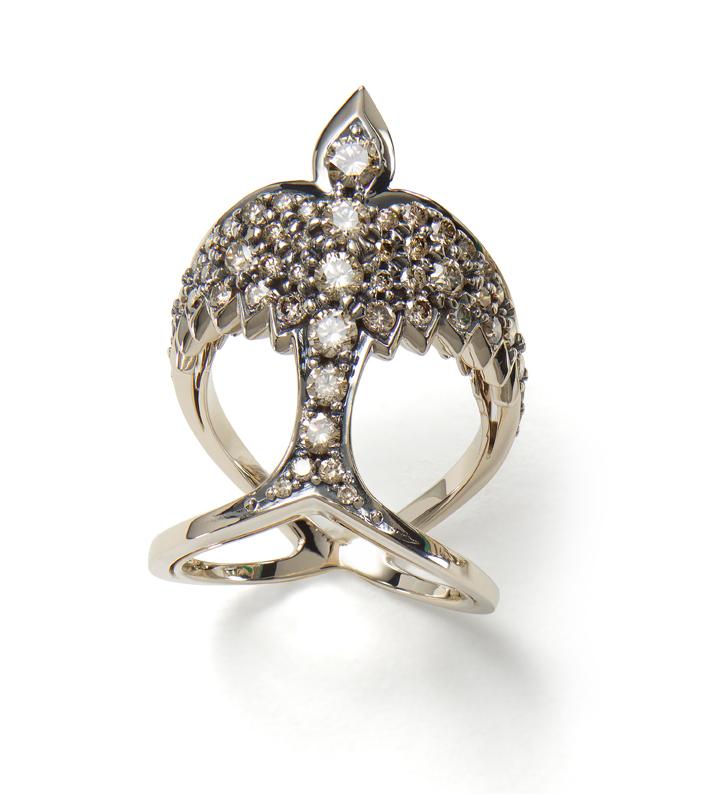 O anel Rock Fall de ouro nobre com diamantes cognac...Loving it!!!...