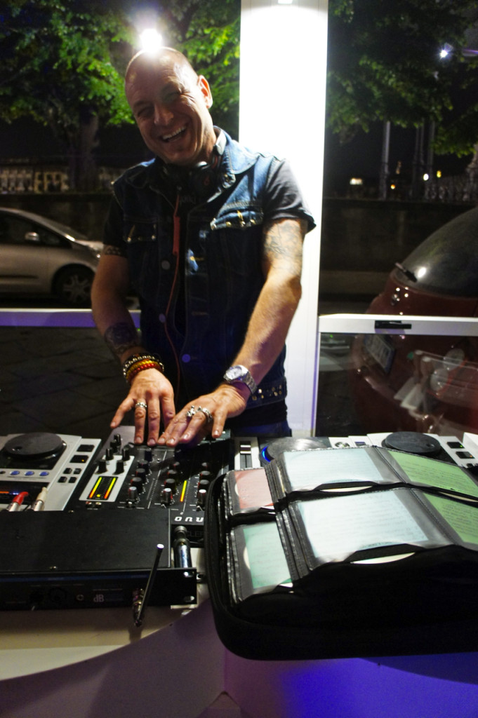 No Zoe, bar descolado o ano todo, tinha um ótimo DJ!!