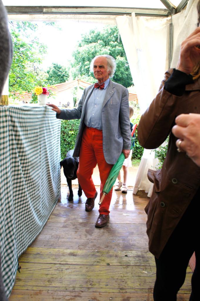 O Principe Filippo Corsini sempre acompanhado de seus cachorros