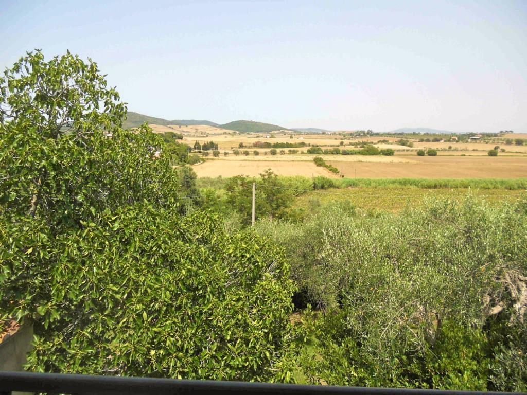 Capalbio fica na Maremma, zona Toscana que combina o mar da costa com uma paisagem árida e selvagem.  É muito lindo!