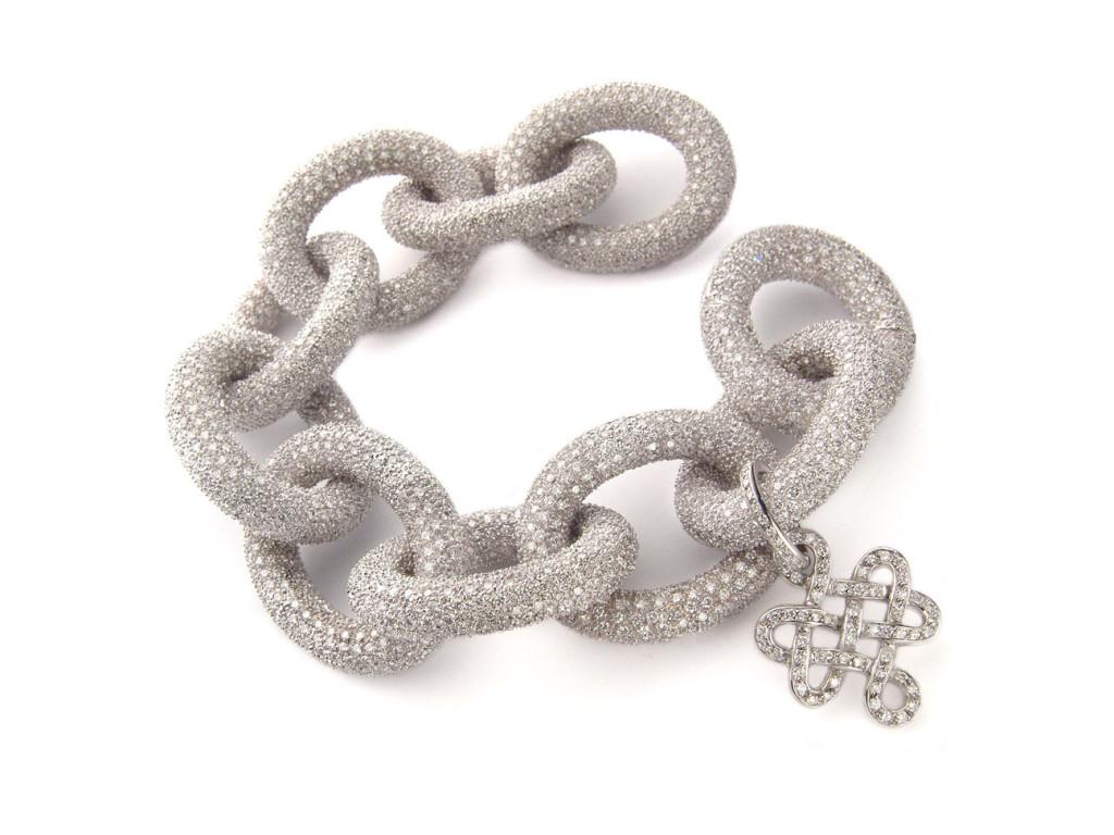 A pulseira Sutra em ouro branco com pavé de diamantes...em ouro é o meu segundo sonho de consumo...Mas essa também não é mal...