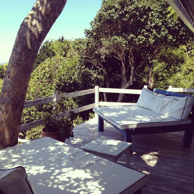 A casa é linda demais com terraços abertos e fechados, 2 piscinas e tudo muito iluminado e arejado!