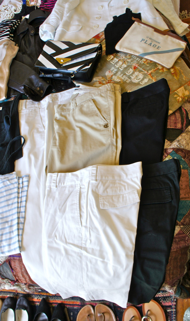 Calças e shorts em preto, branco e uma bege levinha!...