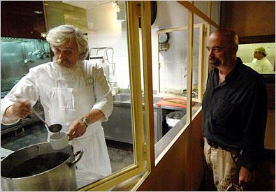 Fabio Picchi, proprietário e chef dos restaurantes Cibreo, aqui no seu Teatro del Sale.