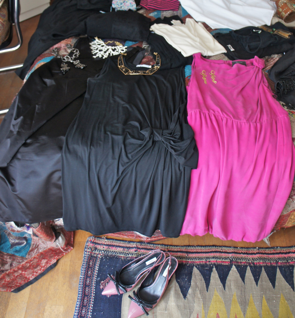 Para as noites, três vestidos com um sapato de salto médio que combina com todos.