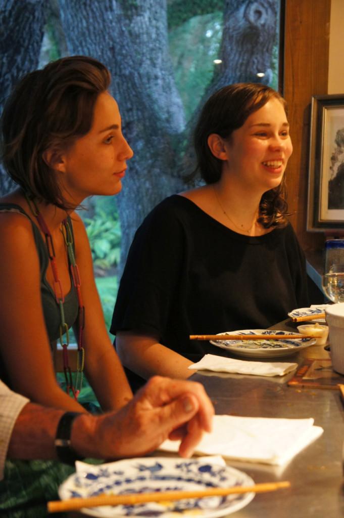 Allegra e Costanza só olhando...