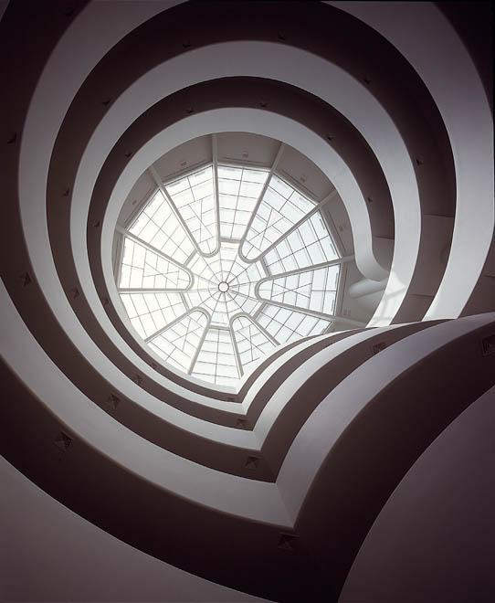 O átrio de baixo para cima, mesma perspectiva que vemos a obra de Turrell. Imagem obit-mag.com