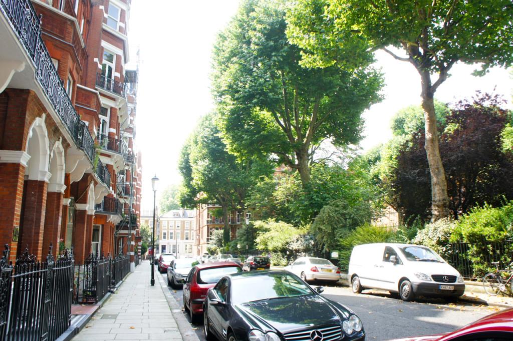 Nestes dias em Londres estamos nos hospedando na casa da nossa amiga que fica nesta rua.