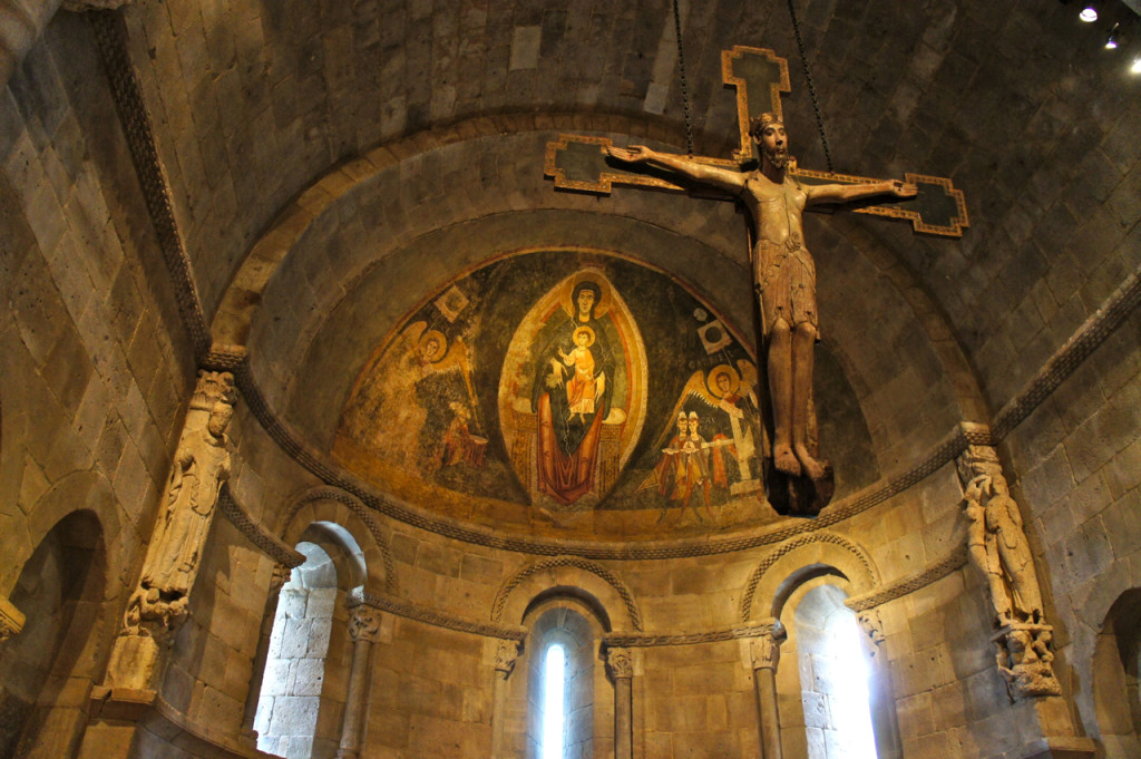 Este lindo altar, e o afresco que na realidade é de outra igreja na Espanha,  foram desmantelado na Europa e reconstruído aqui no The Cloisters!!