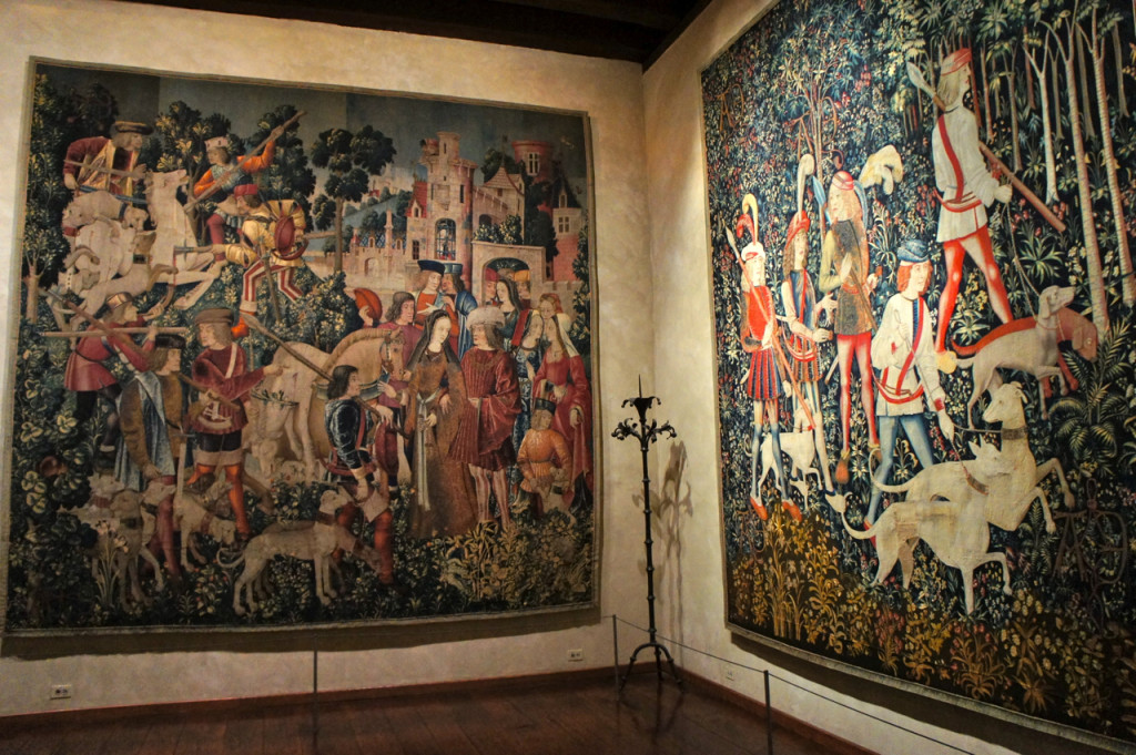 Linda a sala com as tapeçarias de unicórnios.  São do fim de 1400 e vem da Holanda.  Demoravam 8 anos para fazer!