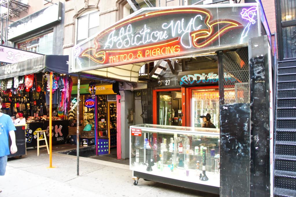 Nessa região tem vários tattoo and piercing parlors