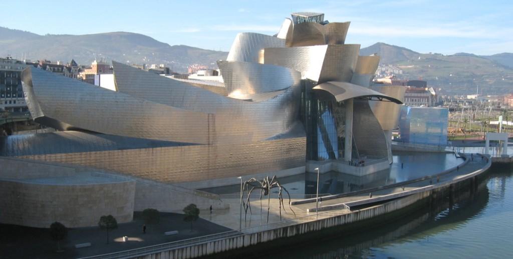 Museu Guggenheim em Bilbao, Espanha.  Prédio por Frank Gehry