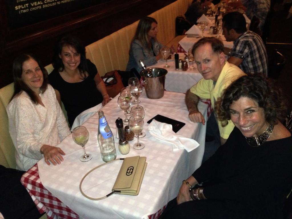 Hallie Foote com seu marido, Lucia e eu.