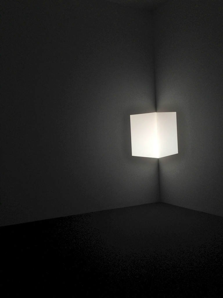 Esta luz é chata na parede...mas parece um cubo suspenso no ar.