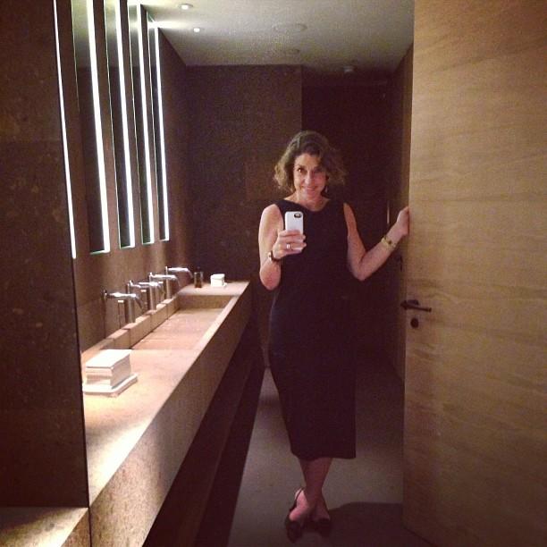 Fui ao toilette. Adoro banheiro de restaurante bonito... eita mania esquisita...