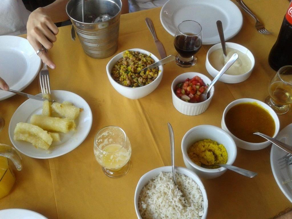 Baião de dois, pirão, farofa, arroz e macaxera