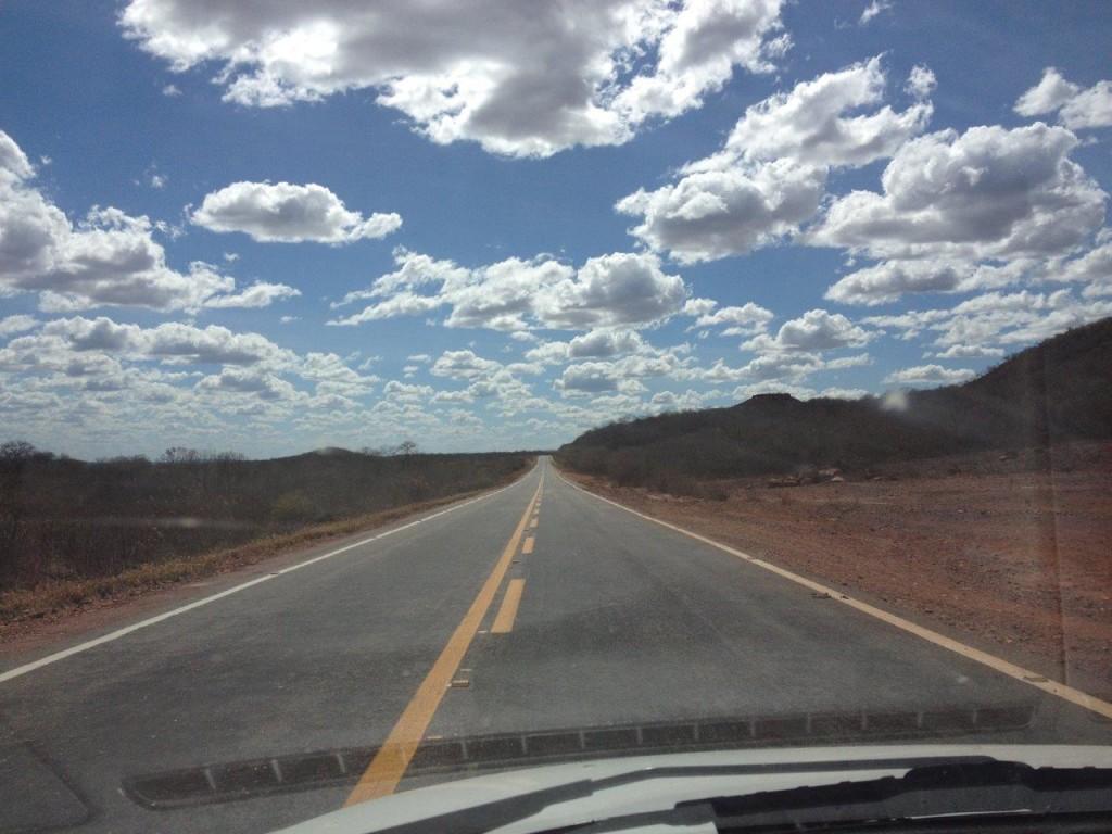A estrada era boa, superextensa, dava pra enxergar a quilômetros de distância!