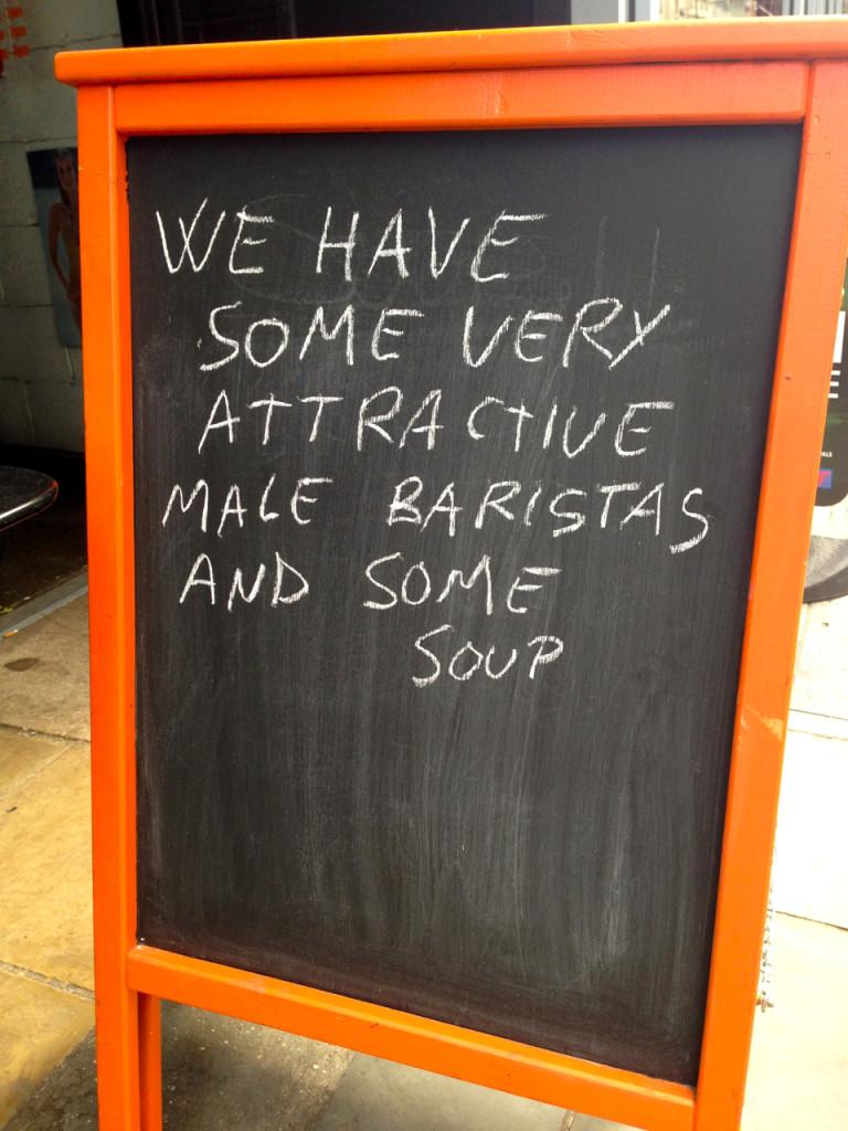 """""""Temos alguns baristas muito atraentes e também sopa."""" hahahahha!!"""