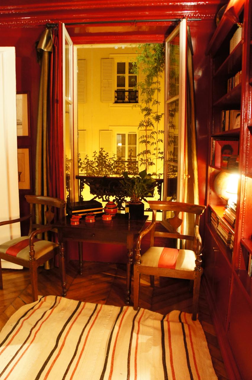 Paris, jantando…em um apartamento lindo…
