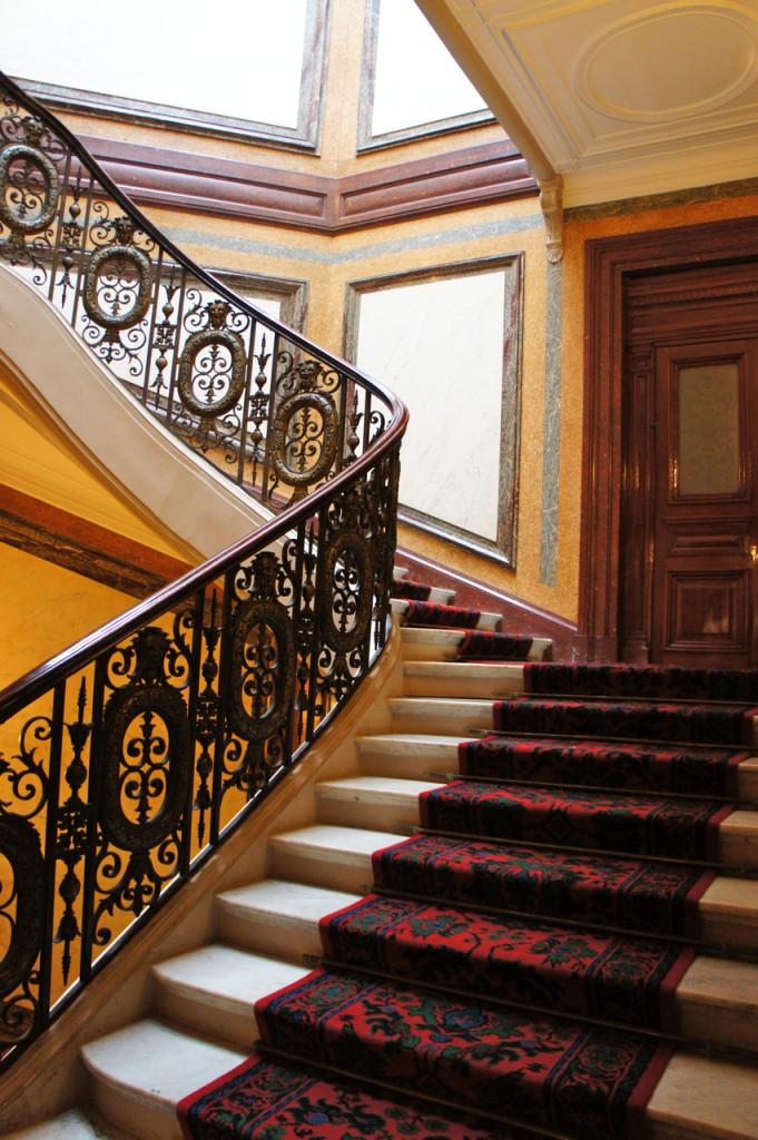 Onde nos levam estas escadas?...