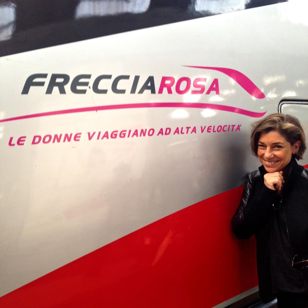 Até o trem homenageia as mulheres!