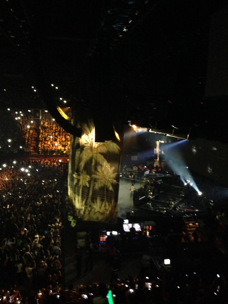 Estávamos de lado e víamos o que acontecia no backstage também.