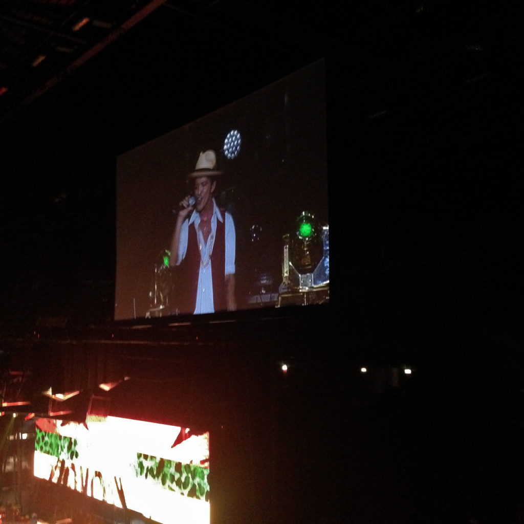 A voz de Bruno é maravilhosa!! Ele tem um range de 3 oitavas!!
