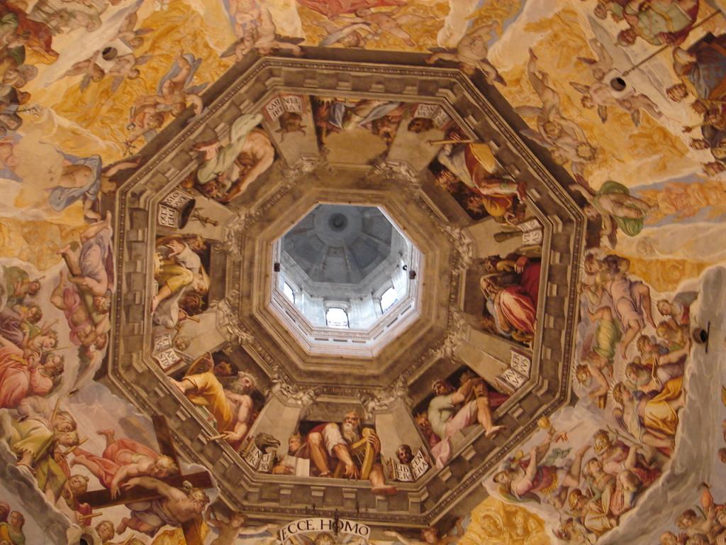 Subindo os 400 e tantos degraus do Duomo