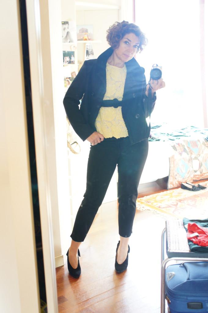 Para a noite trouxe outro casaco mais retinho (menos informal) sempre da Prada. Cinto vintage Valentino de elastico da minha mãe.